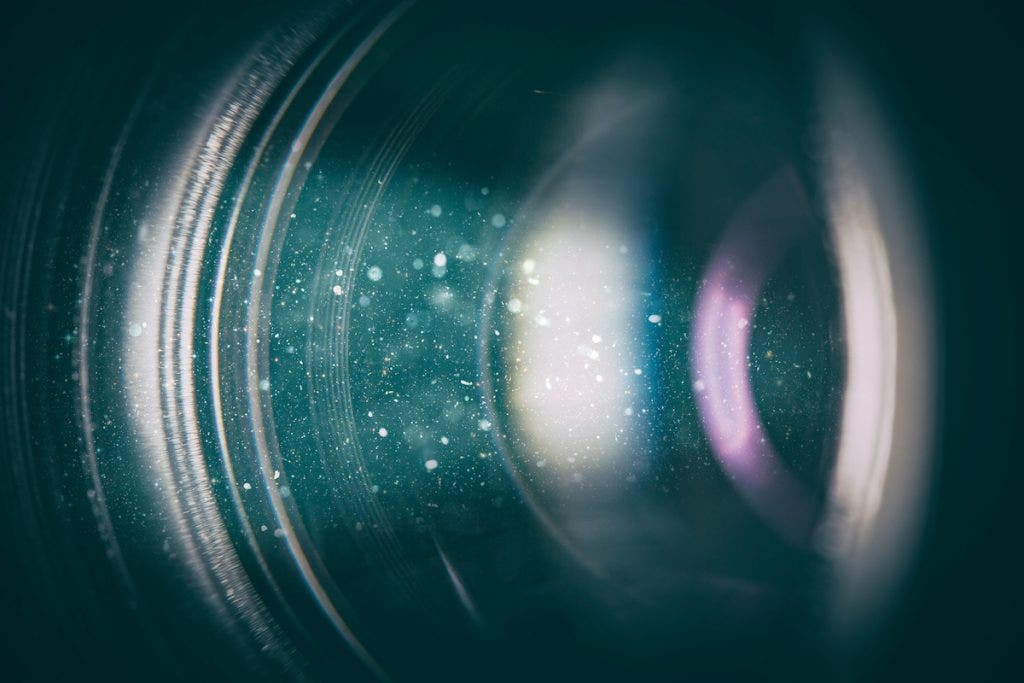 close-up-image-dslr-lens-dust