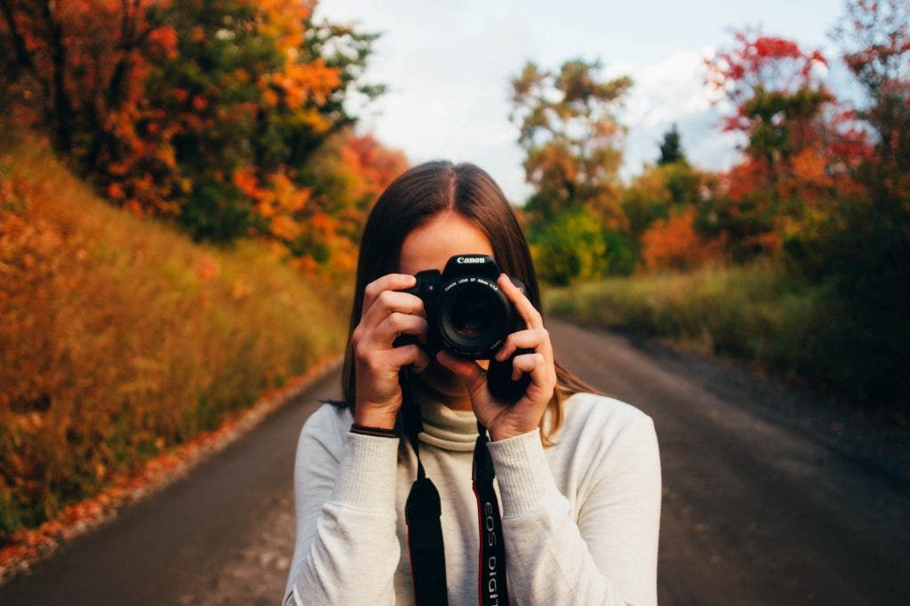 woman-outdoors-focusing-perfect-image-with-dslr
